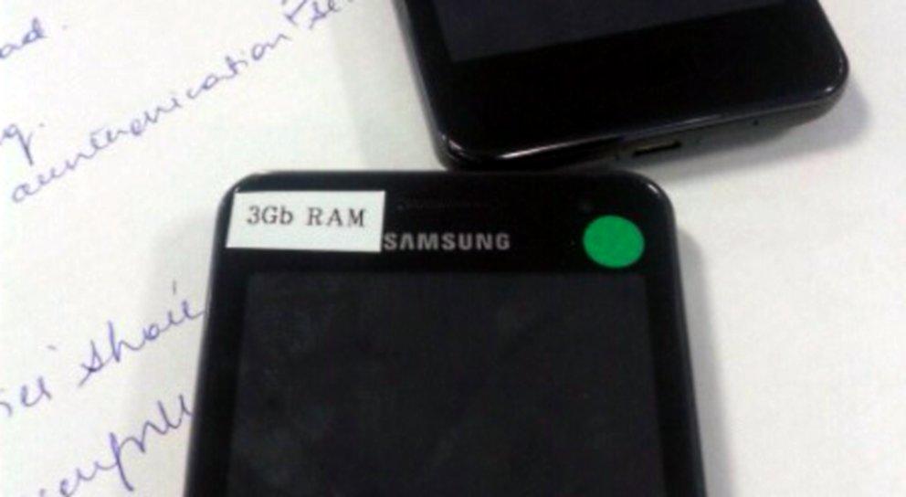 Samsung Galaxy S4: Geräte mit 3&nbsp&#x3B;GB RAM und Softwaretasten intern getestet