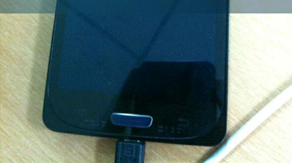 Samsung Galaxy S3: Neues Bildmaterial, Display-Schutzfolie bestätigt Form