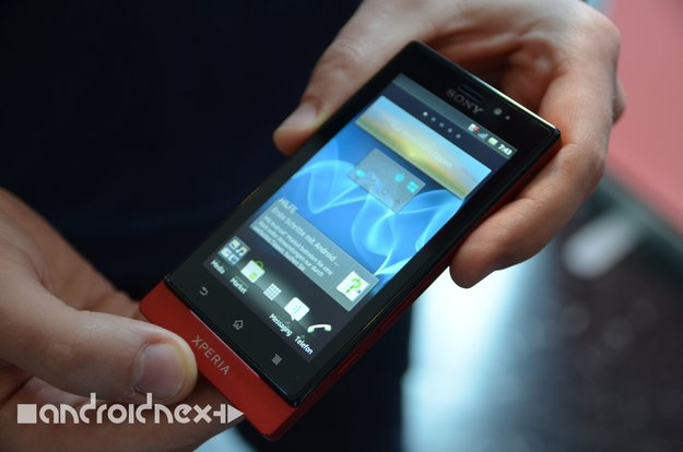 Sony Xperia Sola: Exclusive Hands-on with Sony's new Floating Touch-Smartphone