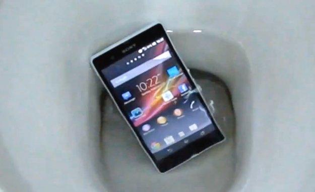 Sony Xperia Z: Gerootet, im Klo heruntergespült, mit Android 4.2.2 gesichtet