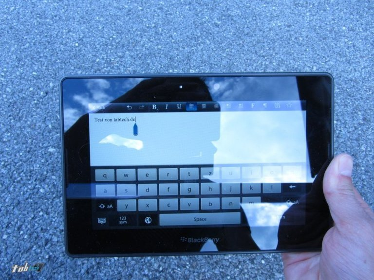 blackberry-playbook-test-display-outdoor