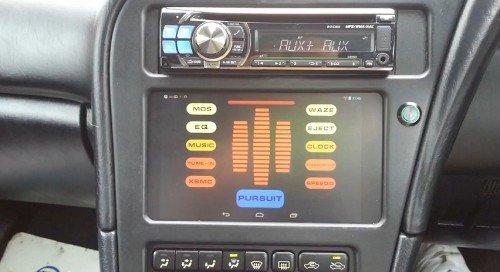 Google Nexus 7 taucht als Bordcomputer im Auto auf und erinnert etwas an KITT