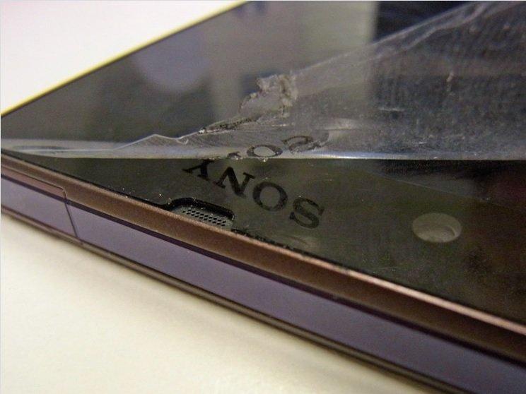 Sony Xperia Z vom Werk aus mit Schutzfolie und aufgedrucktem Logo