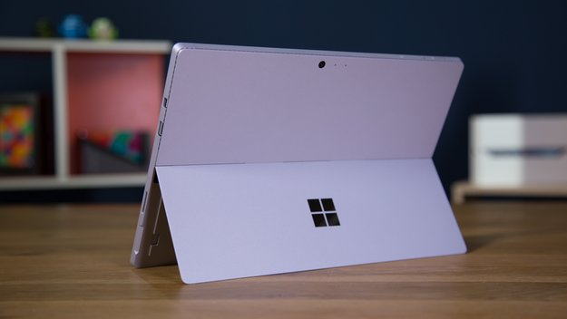 Warten auf Surface Pro 5 und Book 2: Surface-Umsatz bricht ein