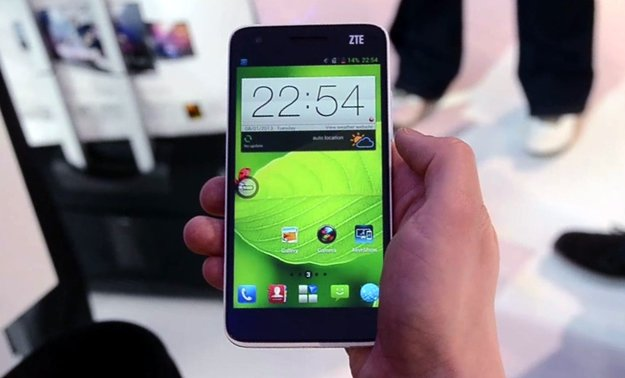 ZTE Grand S: Full HD-Smartphone aus China im Hands-On [CES 2013]